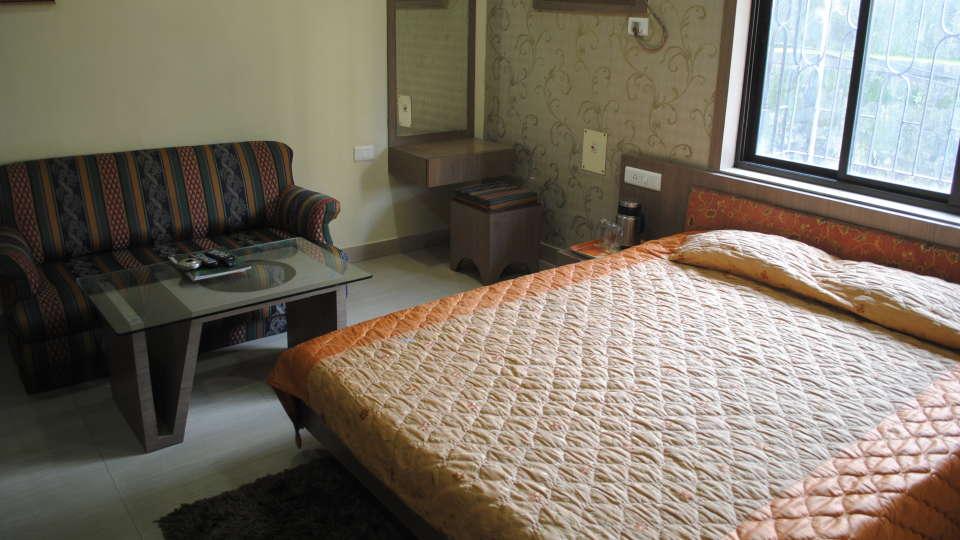 Hotel Swagath, Hazra Road, Kolkata Kolkata Deluxe Room Hotel Swagath Kolkata 4