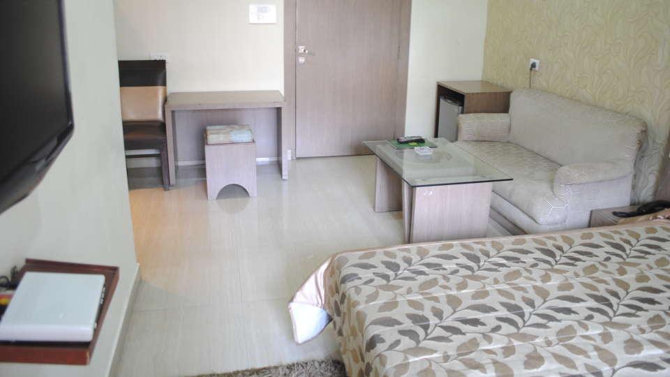 Hotel Swagath, Hazra Road, Kolkata Kolkata Deluxe Room Hotel Swagath Kolkata 6