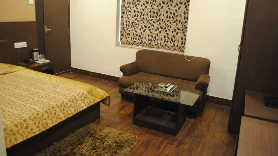 Hotel Swagath, Hazra Road, Kolkata Kolkata Deluxe Room Hotel Swagath Kolkata 9
