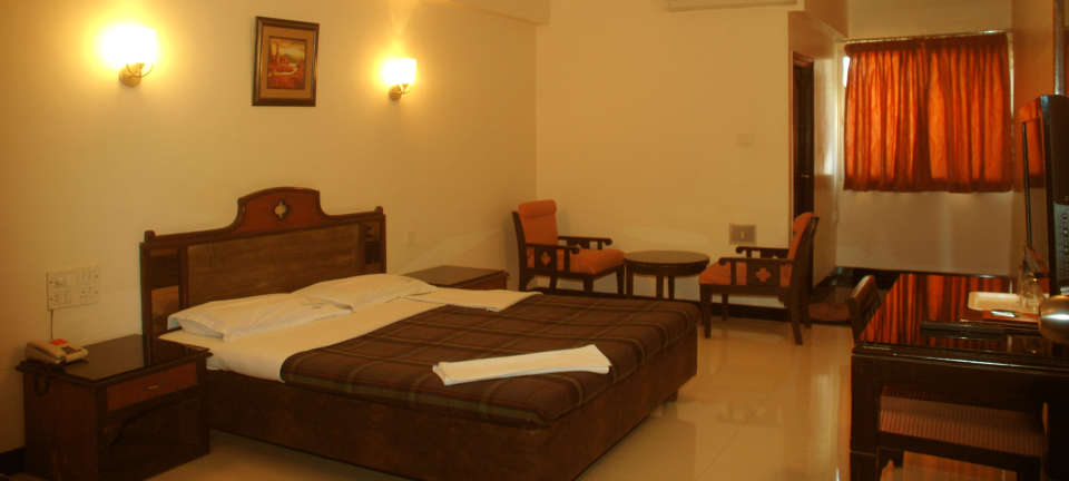 Hotel Suvarna Regency, Hassan Hassan Deluxe Ac