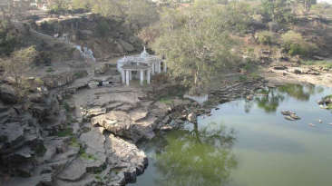 PADMAVATI-DEVI-OR-BADI-Temple