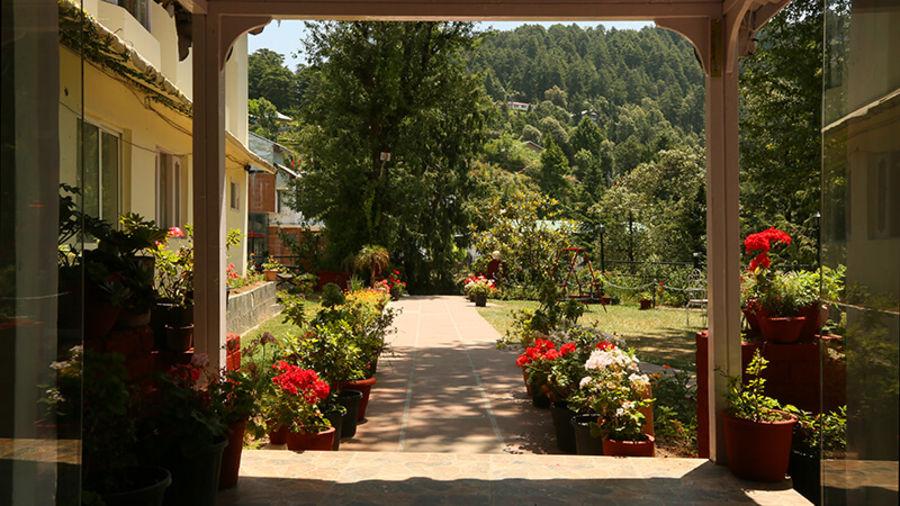 alt-text Facade of Alps Resort Dalhousie 11