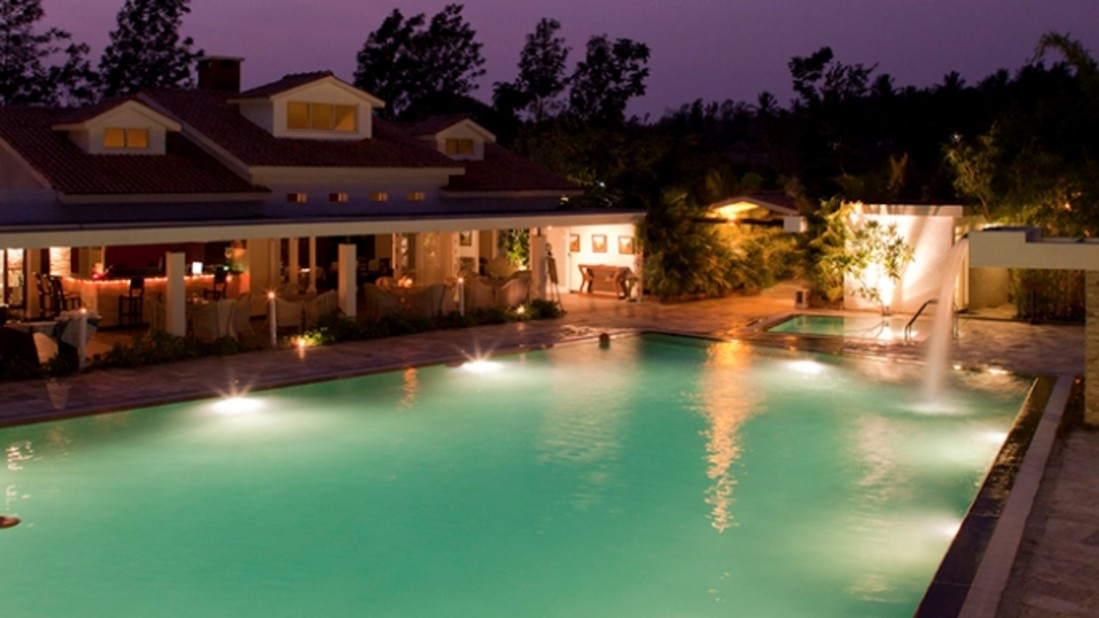 Dining by the pool, Amanvana Resort And Spa, Coorg Resort