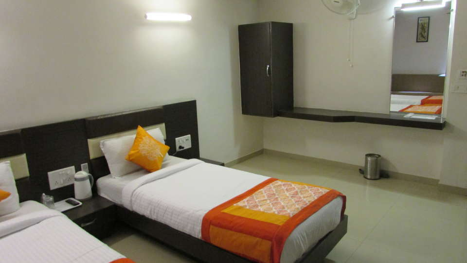 Hotel Skyland, Ahmedabad Ahmedabad Super Deluxe Room 5