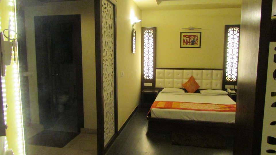 Hotel Square 9 Inn, Gurgaon  Deluxe rooms hotel square 9 inns 3