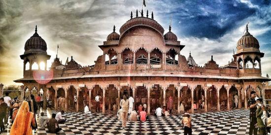 shri-radha-rani-temple
