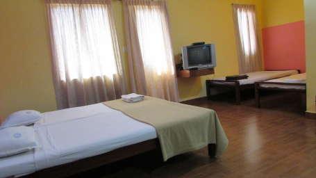 Hotel Srinivas, Kochi Cochin 4-Bed AC Hotel Srinivas Kochi