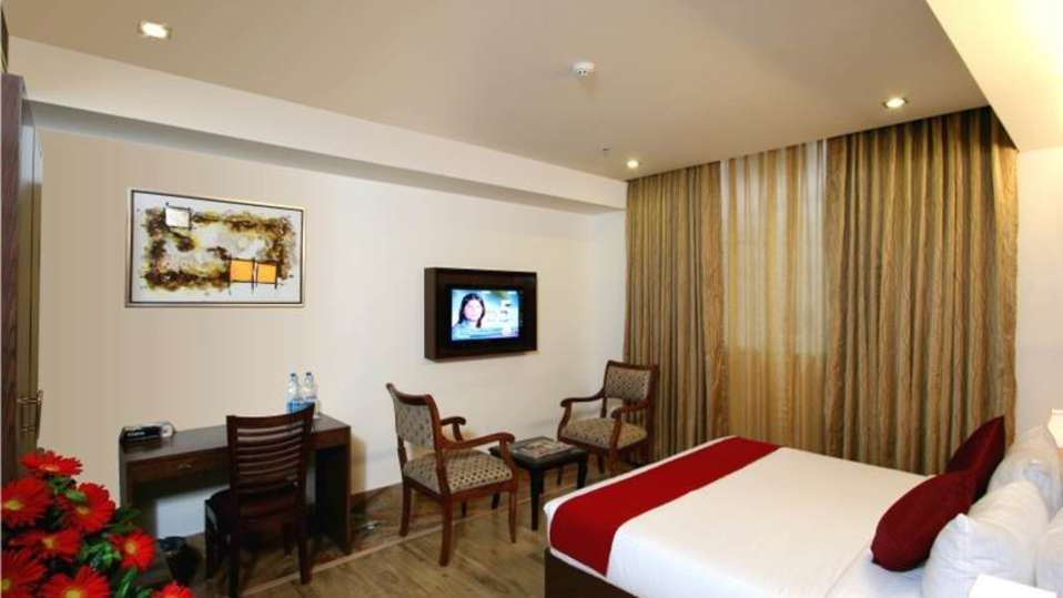 Executive Rooms Taurus Sarovar Portico New Delhi 1