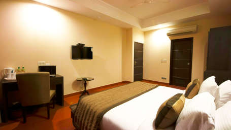 Hotel The Raj, New Delhi New Delhi Aura Suite 1 with Private Jaccuzi Bath Hotel Aura IGI Airport