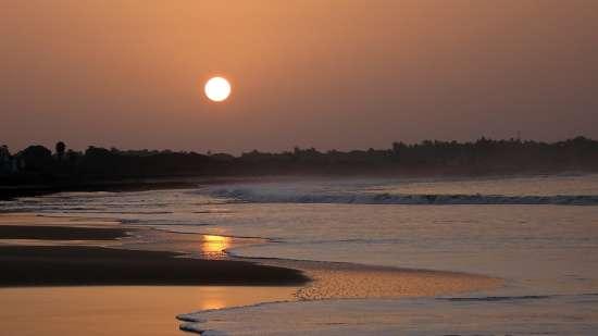 beach near Mumbai 4 Retreat Hotel and Convention Centre Life In Madh Islands