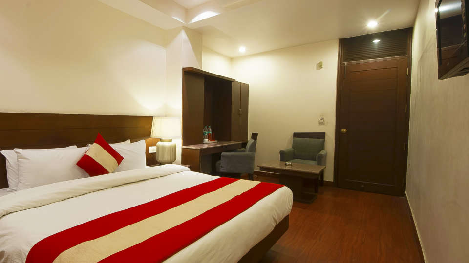 Hotel The Raj, New Delhi New Delhi Triple Room Hotel The Raj New Delhi
