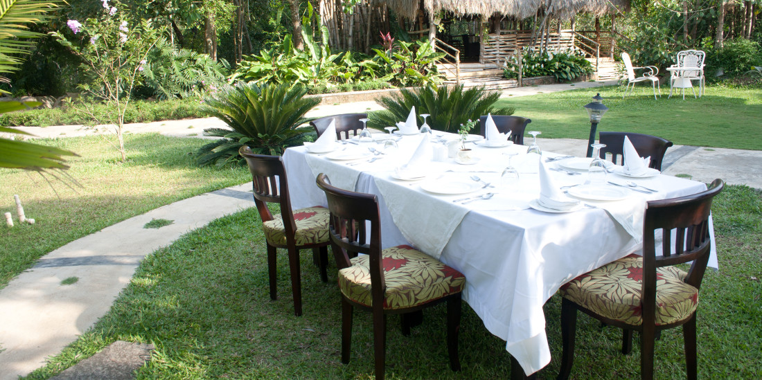 Outdoor Dining, Amanvana Resort And Spa, Coorg Resort