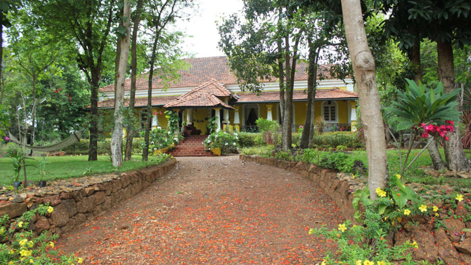 Arco Iris - 19th C, Curtorim Goa The garden walk in the front Arco Iris - 19th C Curtorim Goa