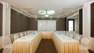 Conference-hall-3-star-hotel-in-Ernakulam