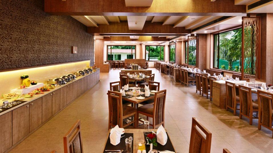 Restaurant in Sasan Gir, Places to eat in Sasan Gir, Sarovar Portico, Sasan Gir