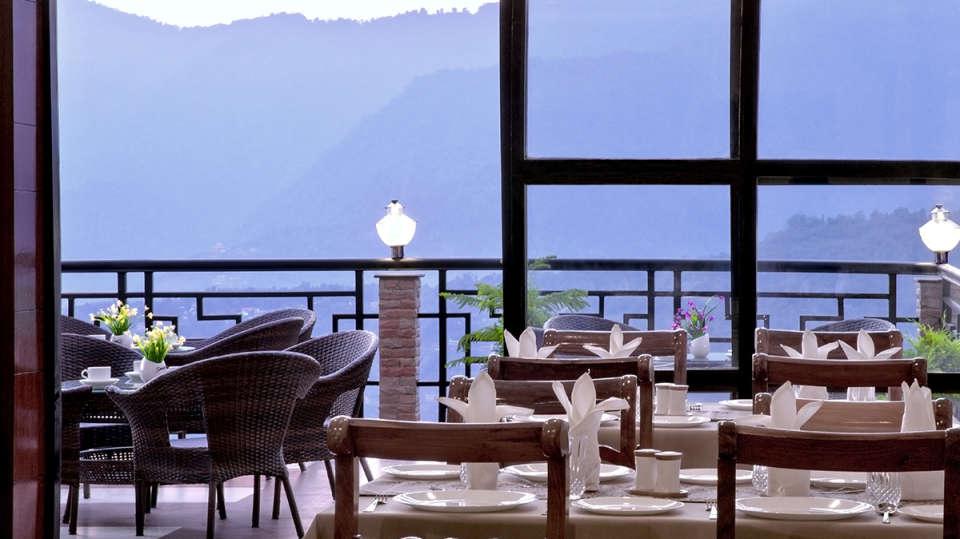 The Royal Oaks Hotel, Gangtok Gangtok Restaurant 7 The Royal Oaks Hotel Gangtok