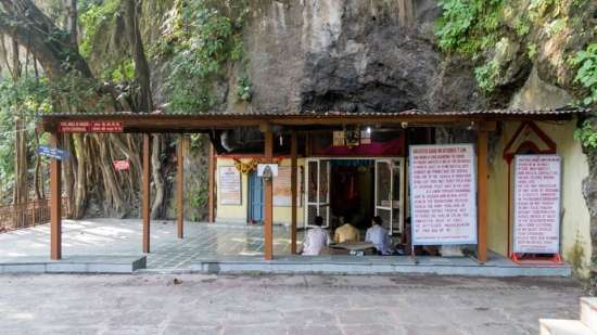 VASHISTHA CAVE 1, near The Glasshouse on The Ganges - 21st Century, Rishikesh, hotel near Ganga river