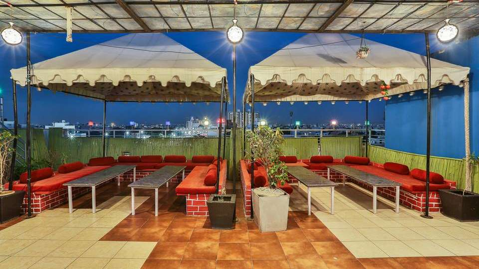 rooftop dining TGI Apple Inn Jaipur 5