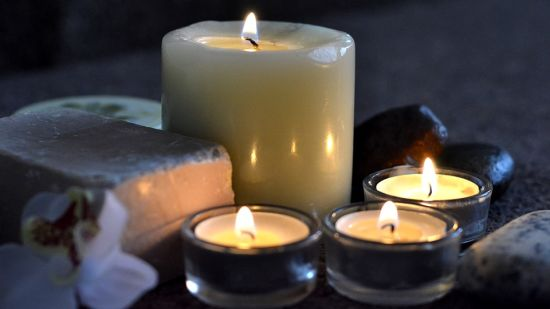 candles-2803444 960 720