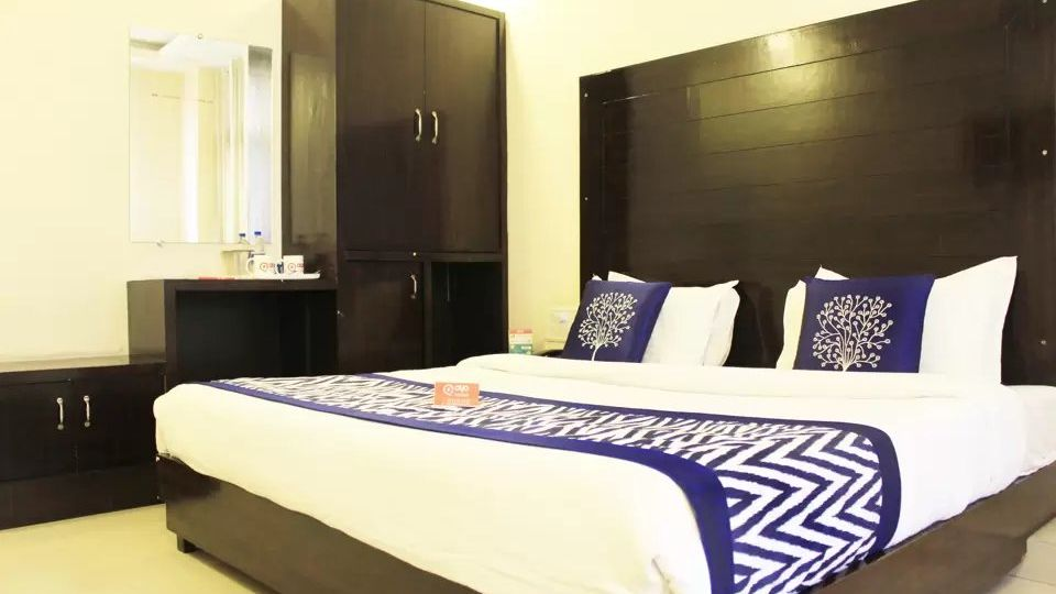 Deluxe Room at hotel dream land in haridwar, haridwar hotels 1