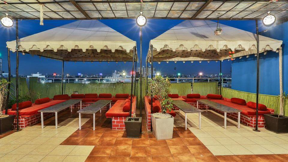 rooftop dining TGI Apple Inn Jaipur 5
