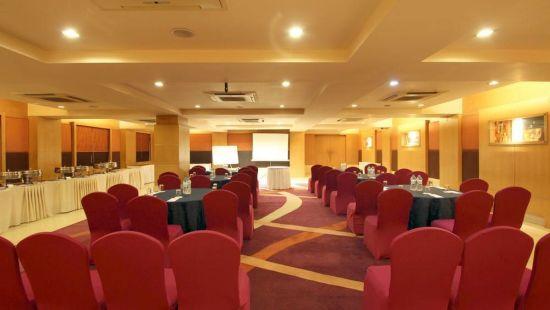 Taj Tri Star Hotel Glitters Hall 05