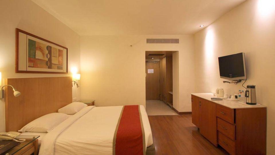Taj Tri Star Hotel Deluxe Room 03