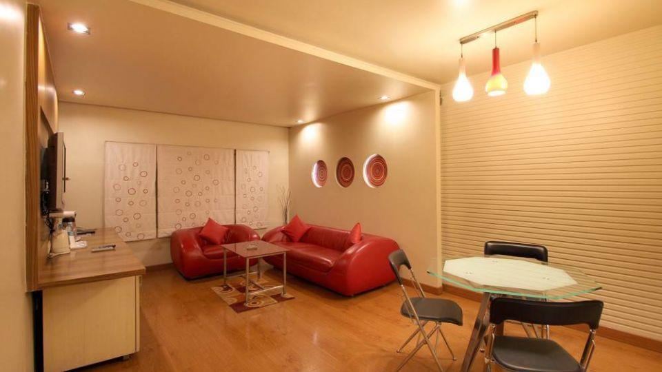 Taj Tri Star Hotel Suites 03