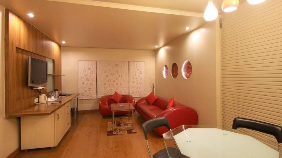 Taj Tri Star Hotel Suites 04