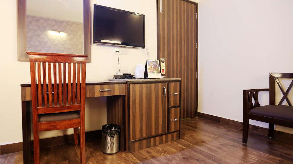Hotel Pals Inn, Patel Nagar, New Delhi New Delhi Executive Room Hotel Pals Inn Patel Nagar New Delhi 2