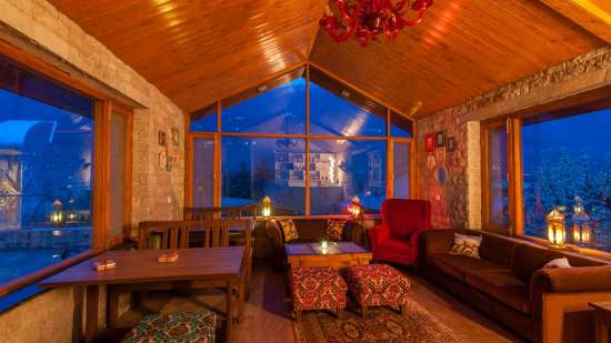 restaurant LaRiSa Mountain Resort Manali - 5 Star Hotels in Manali