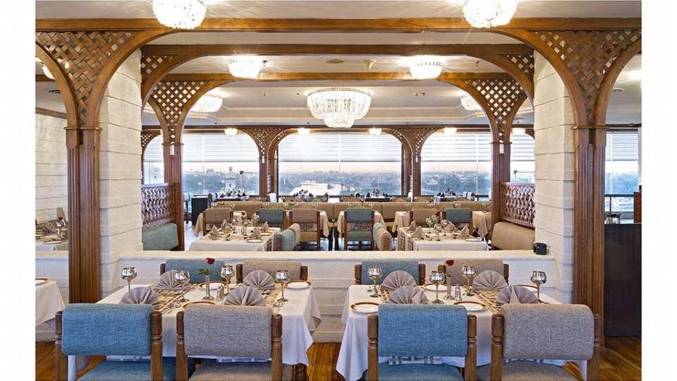 Falaknuma Restaurant at Clarks Avadh, hotel near gomti river in Lucknow, Luknow Hotel