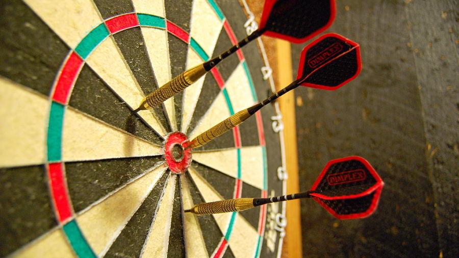 1024px-Darts in a dartboard