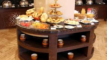 Tangerine Cafe at The Retreat and Convention Center Mumbai, best hotels in Mumbai 1