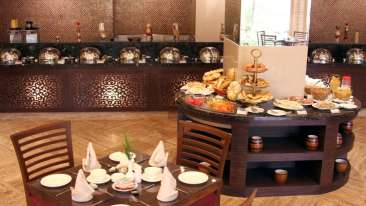 Tangerine Cafe at The Retreat and Convention Centre Mumbai, best resorts in mumbai 4