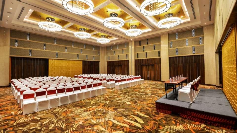 Hall Grand Crystal Crystal Sarovar Premium Agra 1