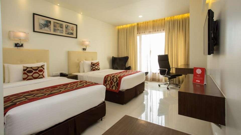 Deluxe Room Twin Bedding 4