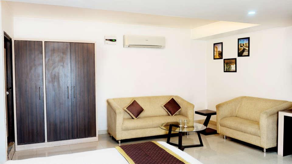 super-deluxe-room-sitting-area