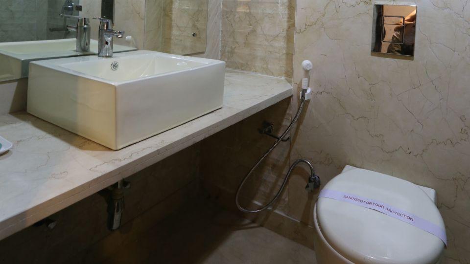 Standard Room Bath at Le Roi Delhi Hotel Paharganj
