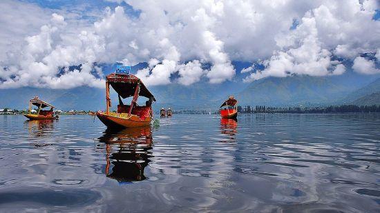 Dal Lake , Hotel RK Sarovar Portico Srinagar