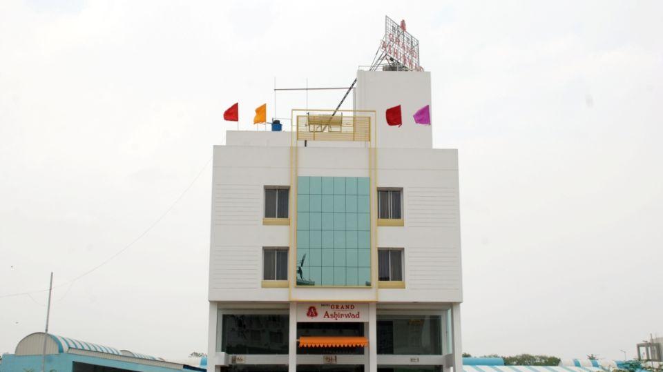 Facade of Grand Ashirwad Beacon Hotel Bhopal 2