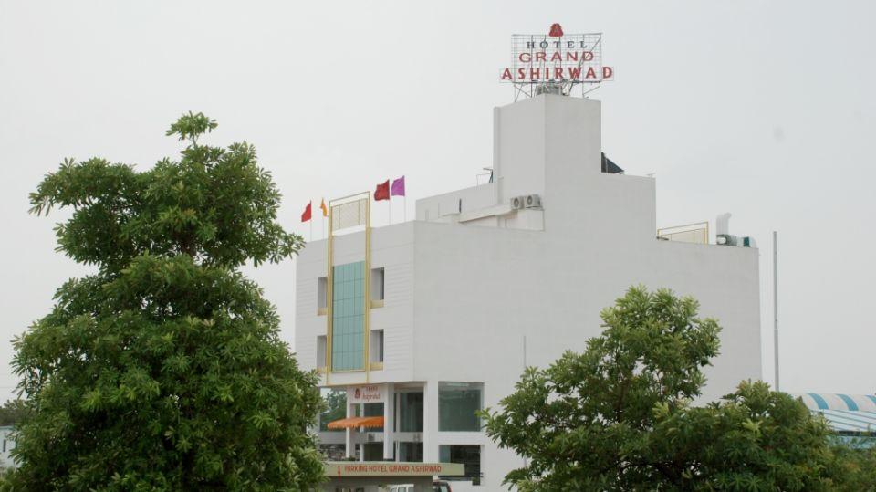 Facade of Grand Ashirwad Beacon Hotel Bhopal 3