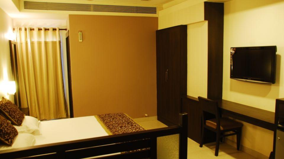 Grand Execuitve Rooms at Grand Ashirwar Beacon Hotel at Bhopal 2