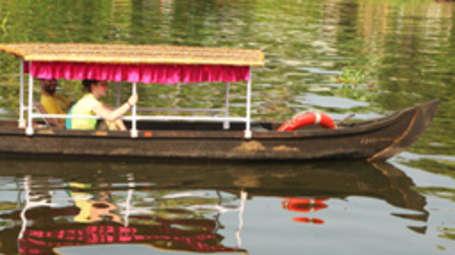Kadavil Lakeshore Resort, Alappuzha Alappuzha Canoeing Kadavil Lakeshore Resort Alappuzha