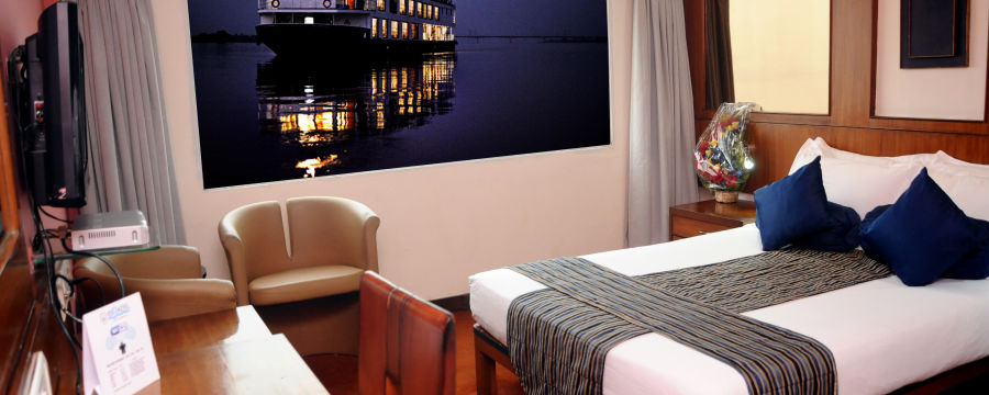 alt-text Hotel in Kolkata  Stateroom River Rooms in Polo Calcutta Boathouse  Hotel Rooms in Kolkata 1