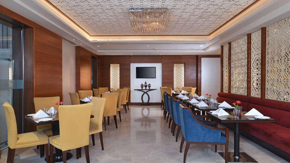 Coffee Shop at at Golden Sarovar Portico Amritsar 3