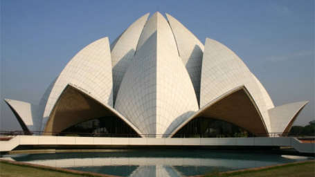 Lotus Temple near Le ROI Delhi Hotel Paharganj