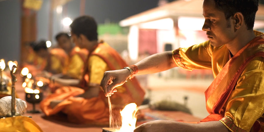 alt-text Evening Aarti at Dashashwamedh Ghat 1