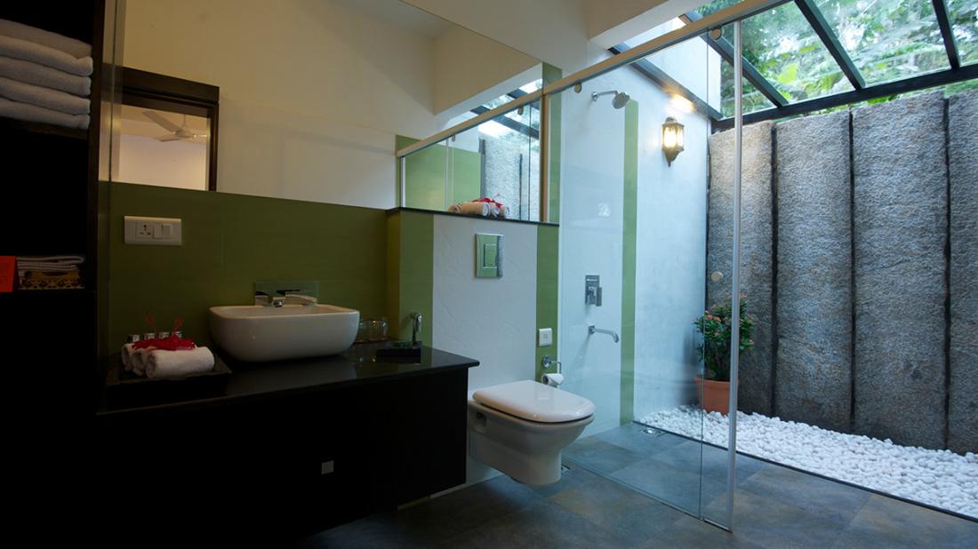 Garden View Bathroom 2