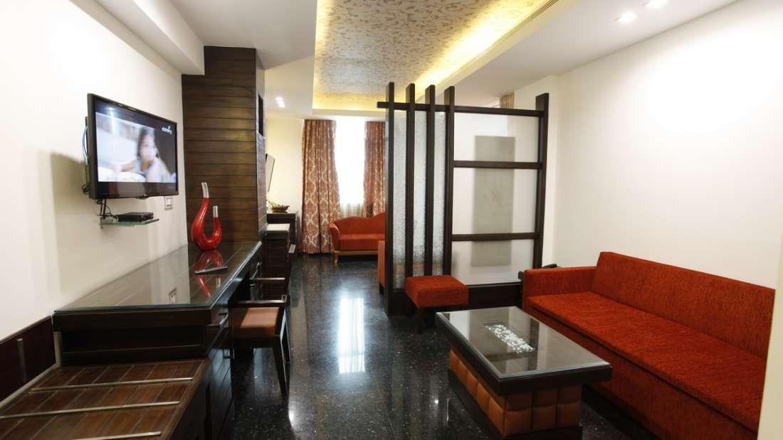 Suite Hotel Saffron Dehradun 2